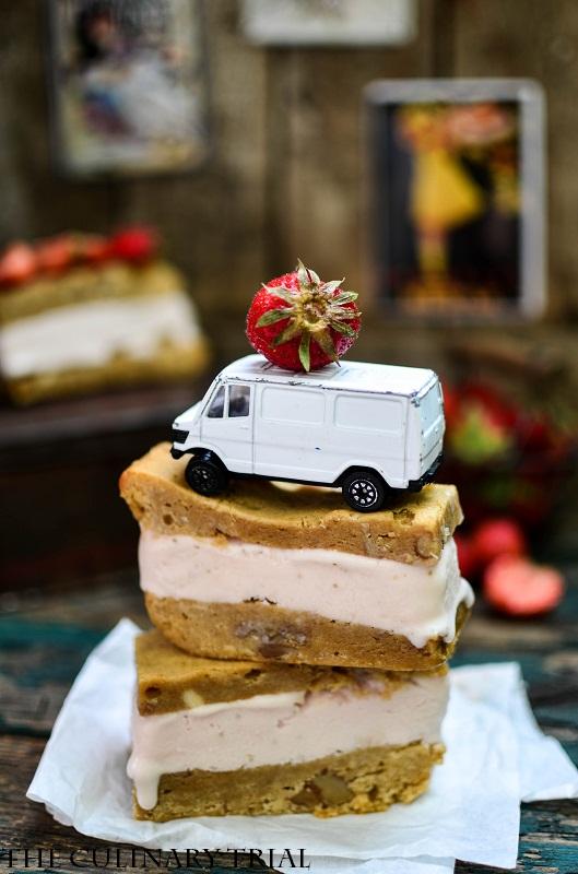 Blondie-Strawberry-Icecream-Sandwich2-2